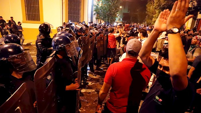 Continúan manifestaciones frente a Mburuvicha Róga, Paraguay | Noticias | teleSUR