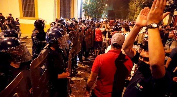 Continúan manifestaciones frente a Mburuvicha Róga, Paraguay