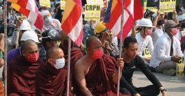 Las protestas populares en Myanmar se han mantenido constantes desde la llegada al poder de los militares el pasado 1 de febrero.