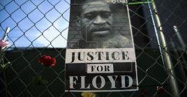 La decisión del juez se produjo después de que el Ayuntamiento de Minéapolis aprobase una indemnización por 27 millones de dólares para la familia Floyd.