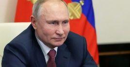 El mandatario rusoindicó que esvital aumentar laproducción de vacunasparauso nacional enRusia.