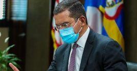 El gobernador Pierluisi explicó que para su administración es una necesidad la rehabilitación de viviendas y comunidades afectadas por los huracanes.