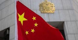 A  los funcionarios británicos, sus familiares y entidades cercanas a ellos se les prohíbela entrada a la parte continental del país, así como a Hong Kong y Macao.