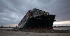 El buque Ever Given de bandera panameña cubría la ruta China - Países Bajos.