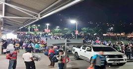 Cientos de ciudadanos se han reunido en la principal terminal de autobuses de San Pedro Sula, para dar inicio a la nueva movilización.