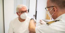 """""""Cuanto antes la mayor cantidad posible de personas aprovechen sus ofertas de vacunación, más rápido será derrotado el virus."""", expresó el presidente alemán Frank-Walter Steinmeier."""