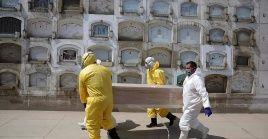 Perú acumula 53.725 decesos desde la llegada del coronavirus al país suramericano hace 13 meses.