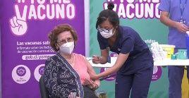 Chile es el país latinoamericano que va más avanzando en el proceso de vacunación, pero, también está padeciendo una ola de contagios superior a la primera.