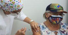 La campaña de vacunación de adultos mayores inició en siete puntos de Caracas.