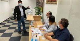 La cancillería de Perú, de su lado, informó que los connacionales residentes en el extranjero comenzaron a ejercer su derecho al voto.
