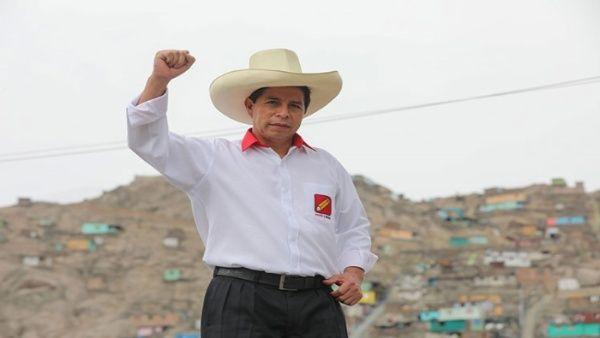 """Ante los resultados, el candidato del izquierdista, Perú Libre, Pedro Castillo, quien se ubicaría en primer lugar, declaró que  """"el pueblo se identifica por quien sale del pueblo"""","""