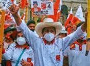 Perú: un docente a caballo contra 30 años de neoliberalismo