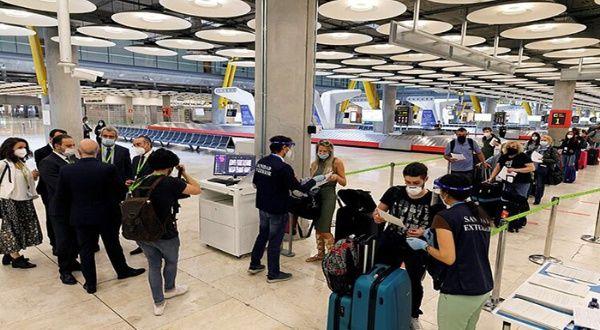 España prorroga cuarentena obligatoria a viajeros de 12 países
