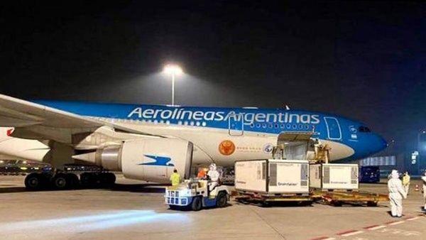 Según el presidente de Aerolíneas Argentinas, Pablo Cariani la aeronave encargada del viaje presentó un retraso.