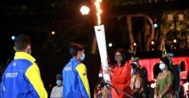 La vicepresidenta venezolana entregó la antorcha a la delegación del Congreso Bicentenario de los Pueblos.