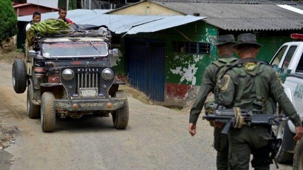 La violencia política se ha cebado sobre la sociedad colombiana y cada semana reporta una masacre y asesinatos de excombatientes y líderes sociales.