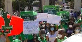 Las manifestaciones de grupos feministas frente a la sede del Congreso han denunciado agresiones de la policía.
