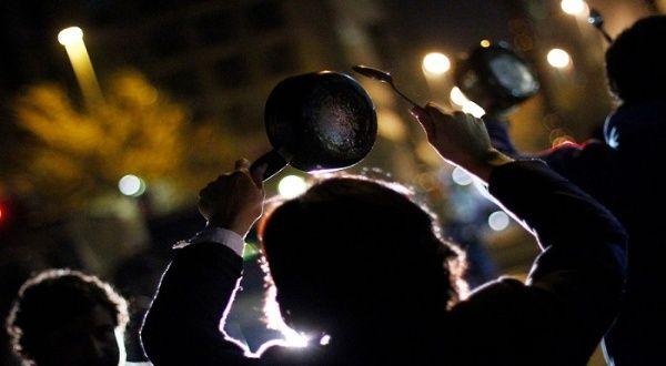Protestas en Chile contra intento de frenar retiro de las AFP | Noticias |  teleSUR