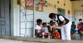 Millones de niños siguen estando expuestos a enfermedades mortales, señaló la OMS