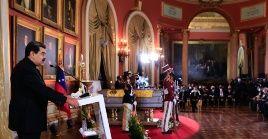 El presidente, Nicolás Maduro, otorgó postmortemla Orden Libertadores y Libertadoras de Venezuela en su primera clase, al profesor Aristóbulo Istúriz.