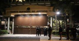 Según la Sala Constitucional del máximo tribunal la destitución de los jueces busca suprimir el control judicial sobre el Ejecutivo y el Legislativo.