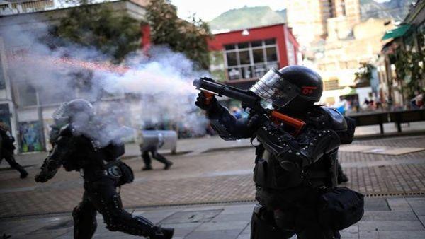 Aunque el presidente Duque anunció el retiro del proyecto, los colombianos se mantienen en las calles exigiendo que no debe existir ningún tipo de reforma.