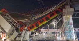 Según medios locales, el puente cayó sobre varios vehículos que pasaban por el lugar.