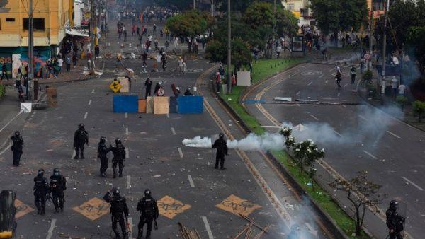 Los dirigentes del paro aseguraron que, pese al retiro del proyecto de reforma tributaria, las protestas continuarán contra la militarización.