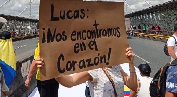 Joven colombiano sigue grave tras ser agredido en protestas