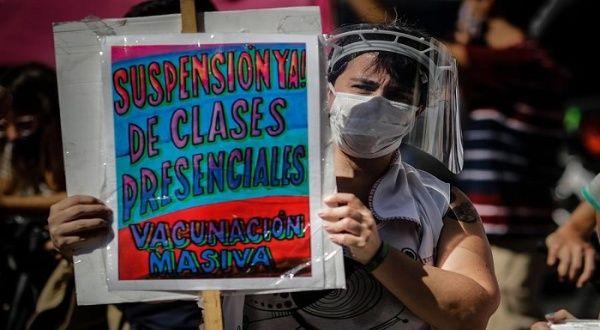 Docentes argentinos protestan por clases presenciales