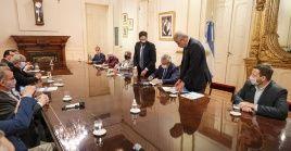 El presidente dio su visto bueno en una de sus últimas actividades antes de salir de gira por Europa.