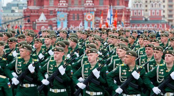 Rusia celebra Día de la Victoria con multitudinario desfile
