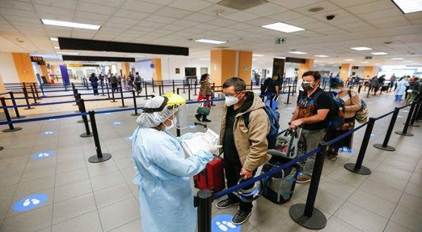 Perú amplía suspensión de vuelos desde Reino Unido y tres países más