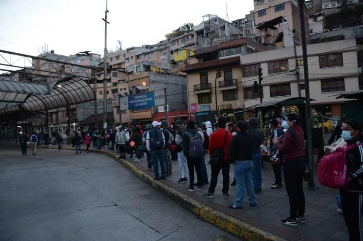 Transportistas en protesta paralizan Quito, Ecuador