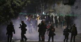 Entre los heridos debido a la represión de la Esmad, se encuentra un periodista del medio Colombia informa.