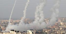 La escalada de tensión entre israelíes y palestinos ha alcanzado su punto álgido este lunes, cuando al menos 26 palestinos murieron y 65 resultaron heridos en los ataques aéreos de Israel