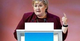 """""""El Gobierno ha decidido que la vacuna de Astrazeneca no sea usada en Noruega, tampoco de forma voluntaria"""", afirmó la primera ministra del país escandinavo, Erna Solberg."""