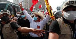 El candidato de Perú Libre, Pedro Castillo, lidera la intención de voto para la segunda vuelta del 6 de junio.