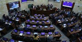 Durante la discusión del proyecto de ley en el Senado, esta iniciativa obtuvo 50 a favor y siete en contra.