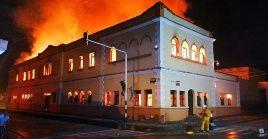 De acuerdo a información de la Policía, las llamas han arrasado buena parte del tejado del Palacio de Justicia de Tuluá.