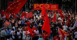 Miles de brasileños se han movilizado en contra de Jair Bolsonaro por su manejo ineficaz de la pandemia.