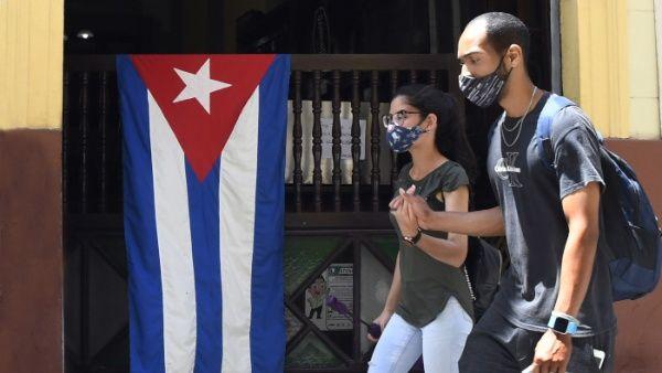 Yuri Valdés, director del Instituto Finlay de Vacunas, señaló a Estados Unidos como cómplice en las muertes de los cubanos no vacunados.