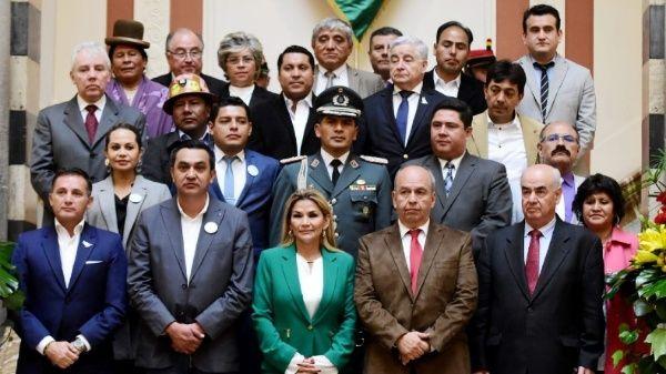 El Ggobierno de facto de Bolivia (2019-2020) tiene pendientes varios casos de corrupción entre algunos de sus personeros, incluyendo la gobernante de facto, Jeanine Áñez.