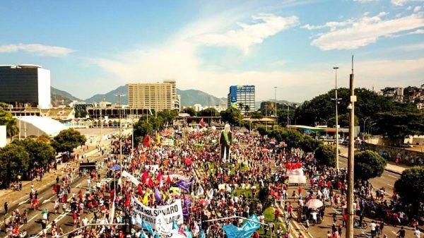 De acuerdo a reportes de los organizadores, las manifestaciones habrían alcanzado unas 200 ciudades dentro y fuera de Brasil.
