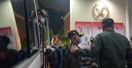 Los militares rescatados fueron recibidos por el ministro de Defensa, general Vladimir Padrino.
