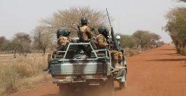 El Ejército de Burkina Faso incrementó la presencia de sus efectivos en la zona y continúa buscando a los responsables del ataque.
