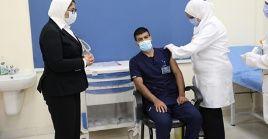 El proceso de vacunación en Egipto se inició con el personal de salud.
