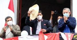 Simpatizantes del candidato Pedro Castillo empezaron a llegar a Lima para celebrar eventual triunfo del aspirante de Perú Libre.