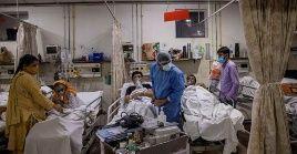 En la India, los principales síntomas presentados por los pacientes son discapacidad auditiva, dolores de estómago, náuseas, vómitos, entre otros.