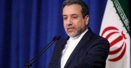 Araqchi explicó que pese a la llegada de Joe Biden a la Casa Blanca, el Departamento de Estado de EE.UU. continúa aplicando las sanciones contra Teherán.